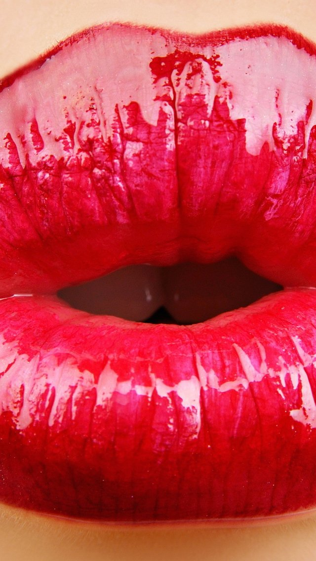 44+ Wallpaper Kissing Lips on WallpaperSafari