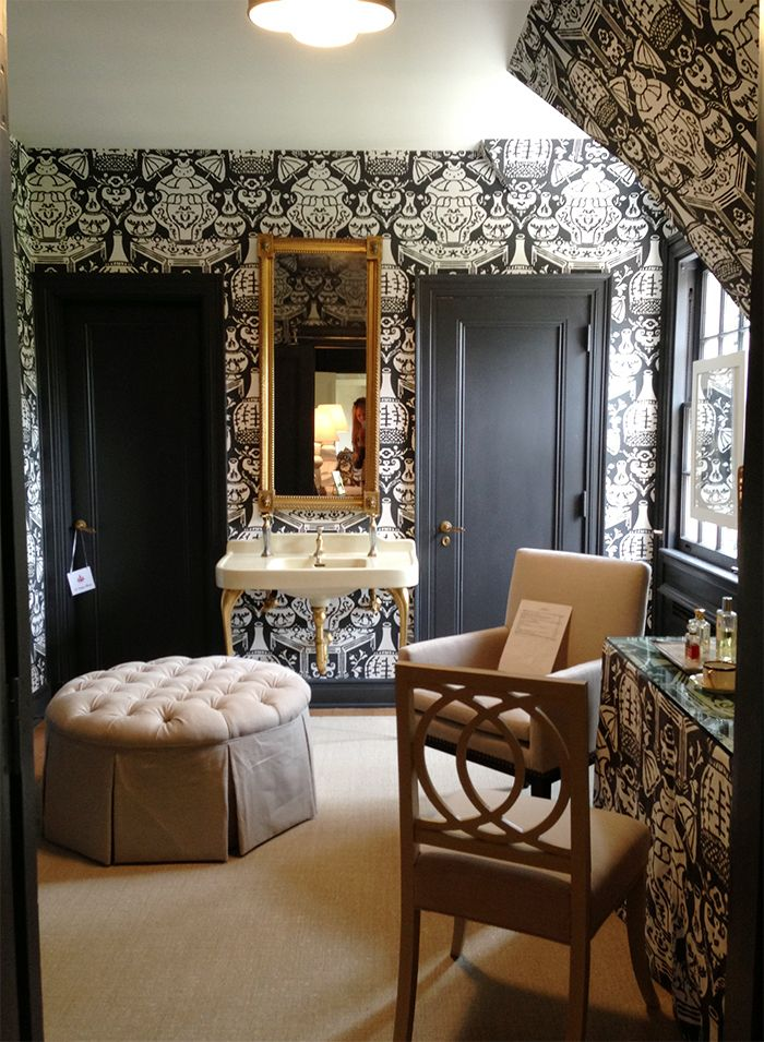 Clarence House The Vase wallpaper Black and Chinoiserie Pinterest 700x955