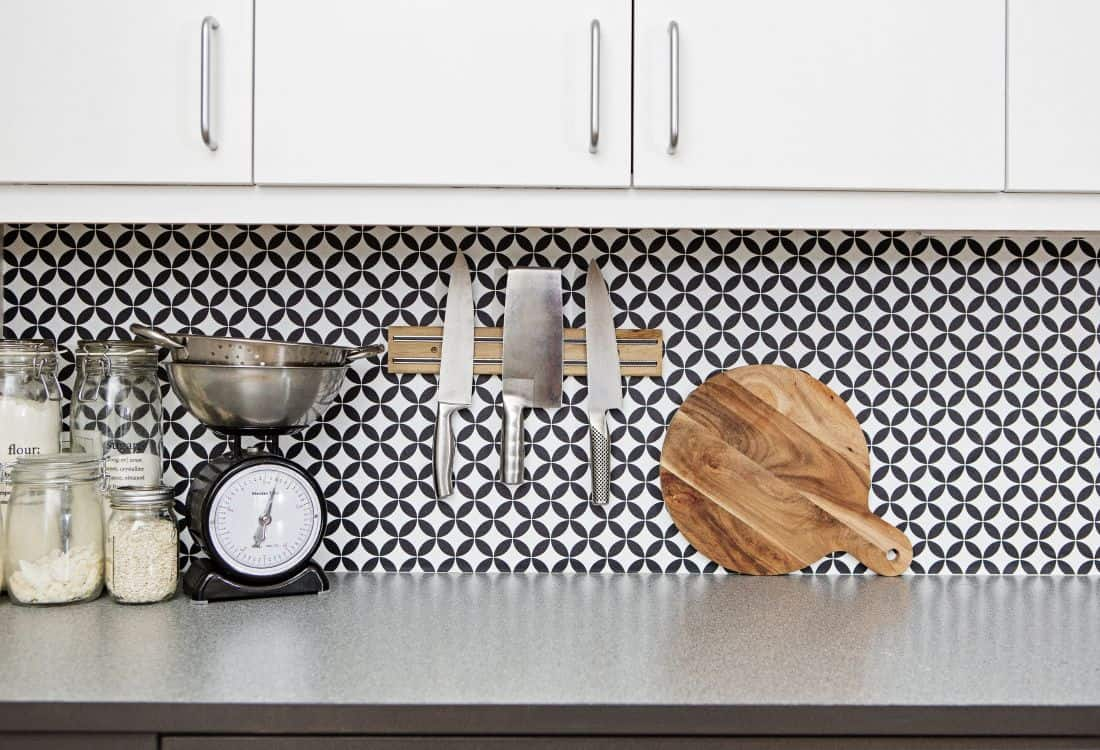 Kitchen With Black And White Wallpaper Backsplash   Low Cost 1100x750