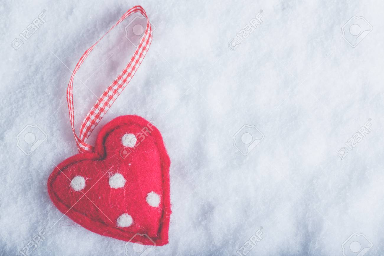 Red Toy Suave Heart On A Frosty White Snow Winter Background 1300x866