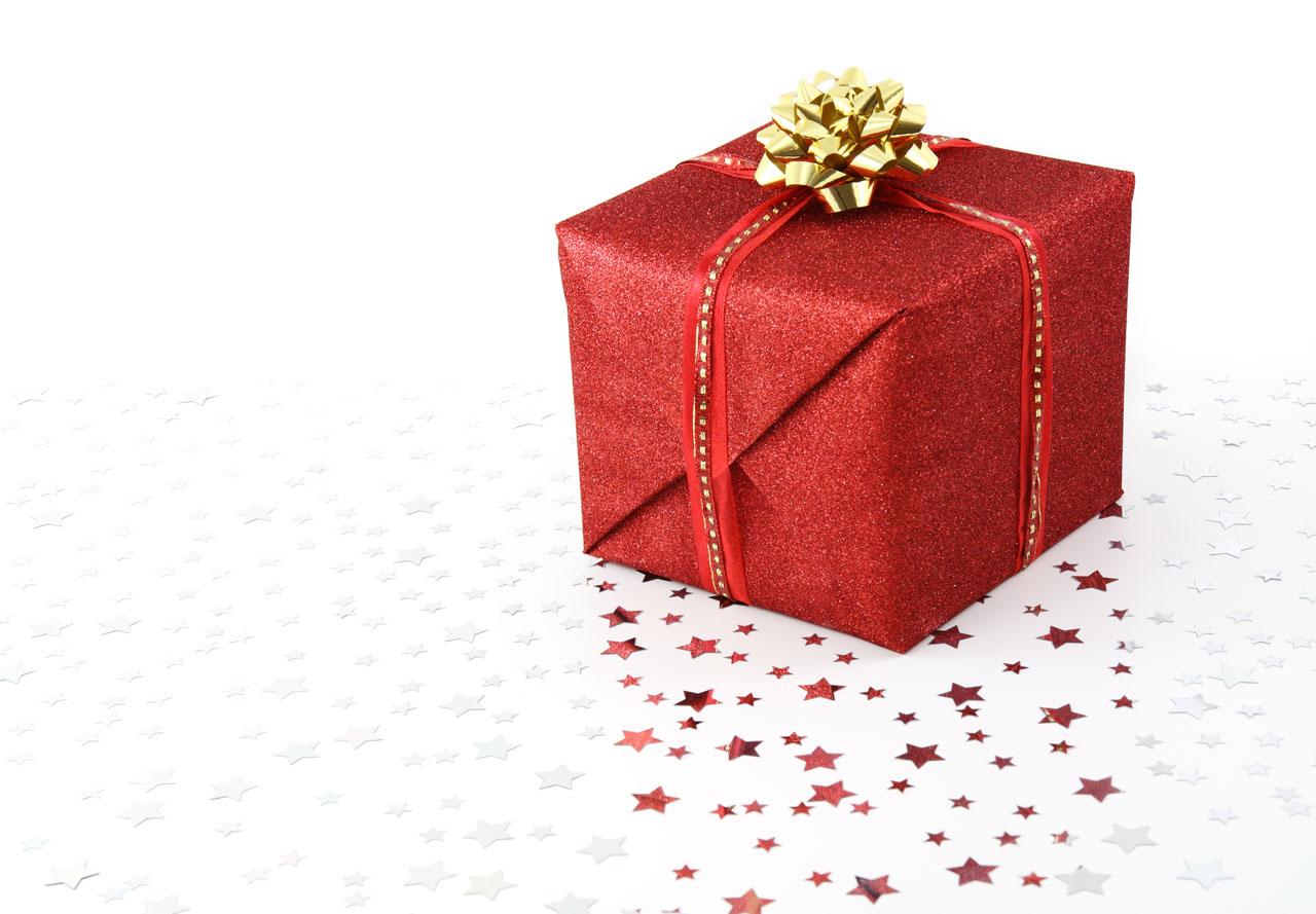 Description Red Christmas present on white backgroundjpg 1280x889