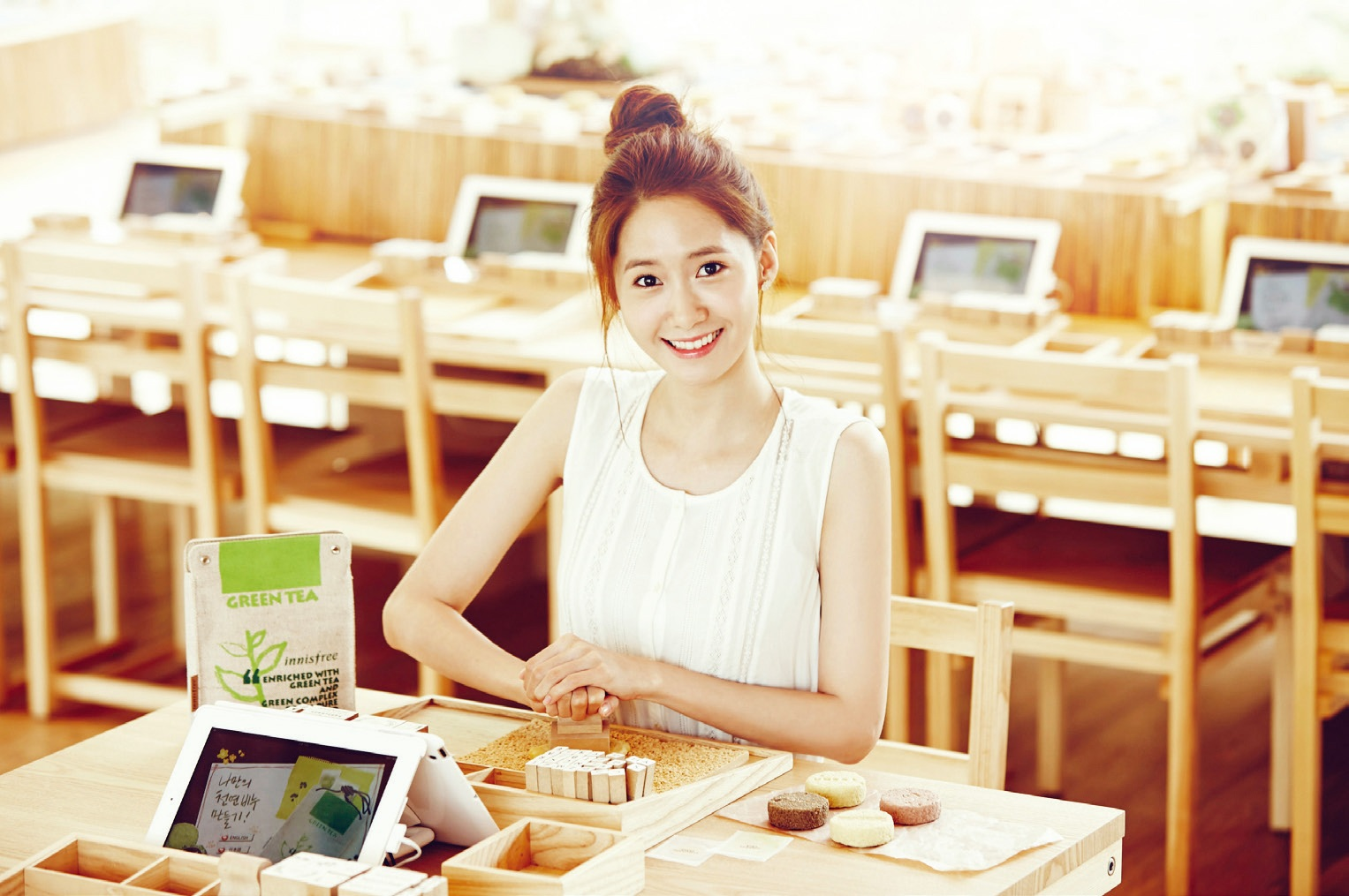 SNSD YoonA Innisfree Organic Green Cafe Wallpaper HD Hot Sexy Beauty 1527x1015