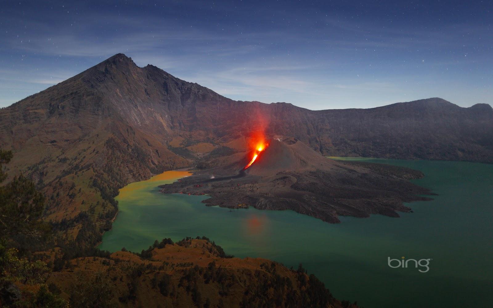 Mount Rinjani, Lombok, Indonesia (© Martin Rietze/Corbis)