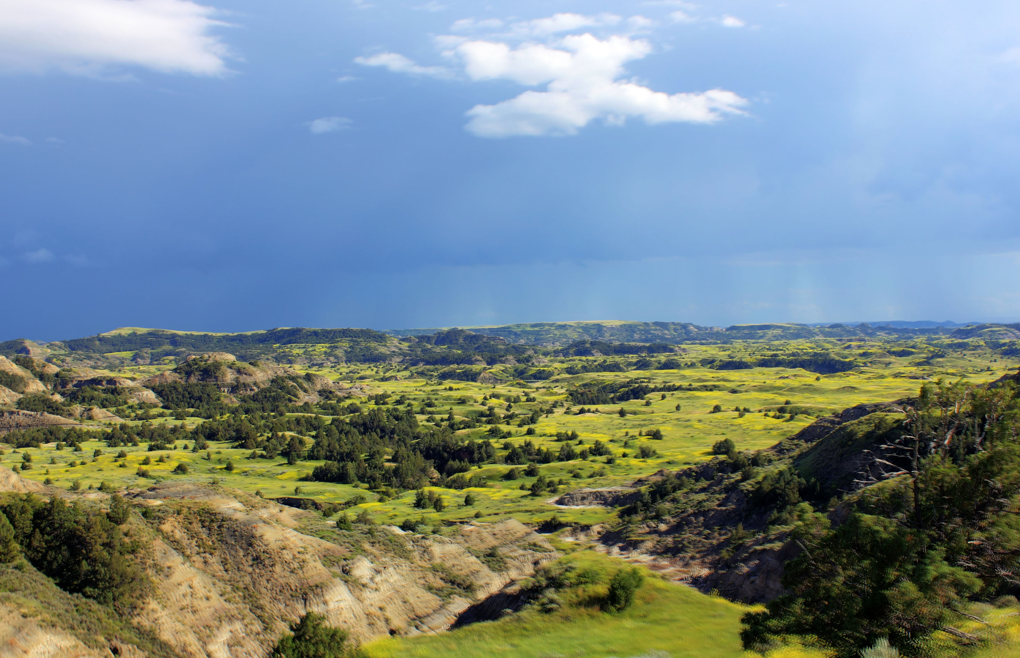 Rain in the valley at Theodore Roosevelt National Park North 3328x2148
