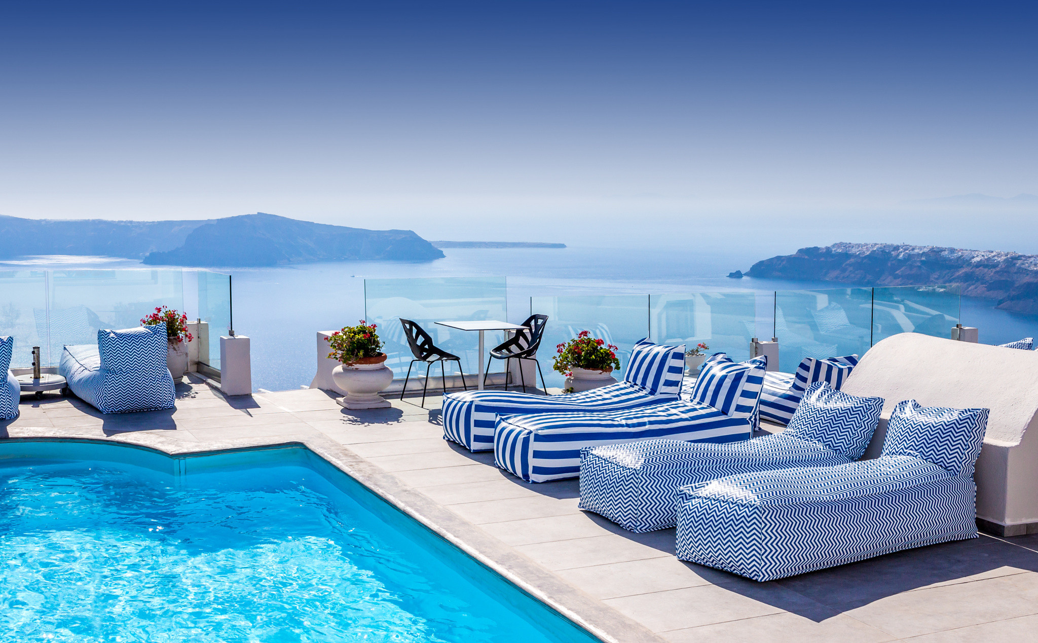 Hotel in Santorini HD wallpaper 2048x1268