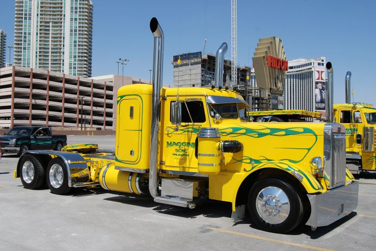 peterbilt 351 custom big rig truck wallpaper background 736x491