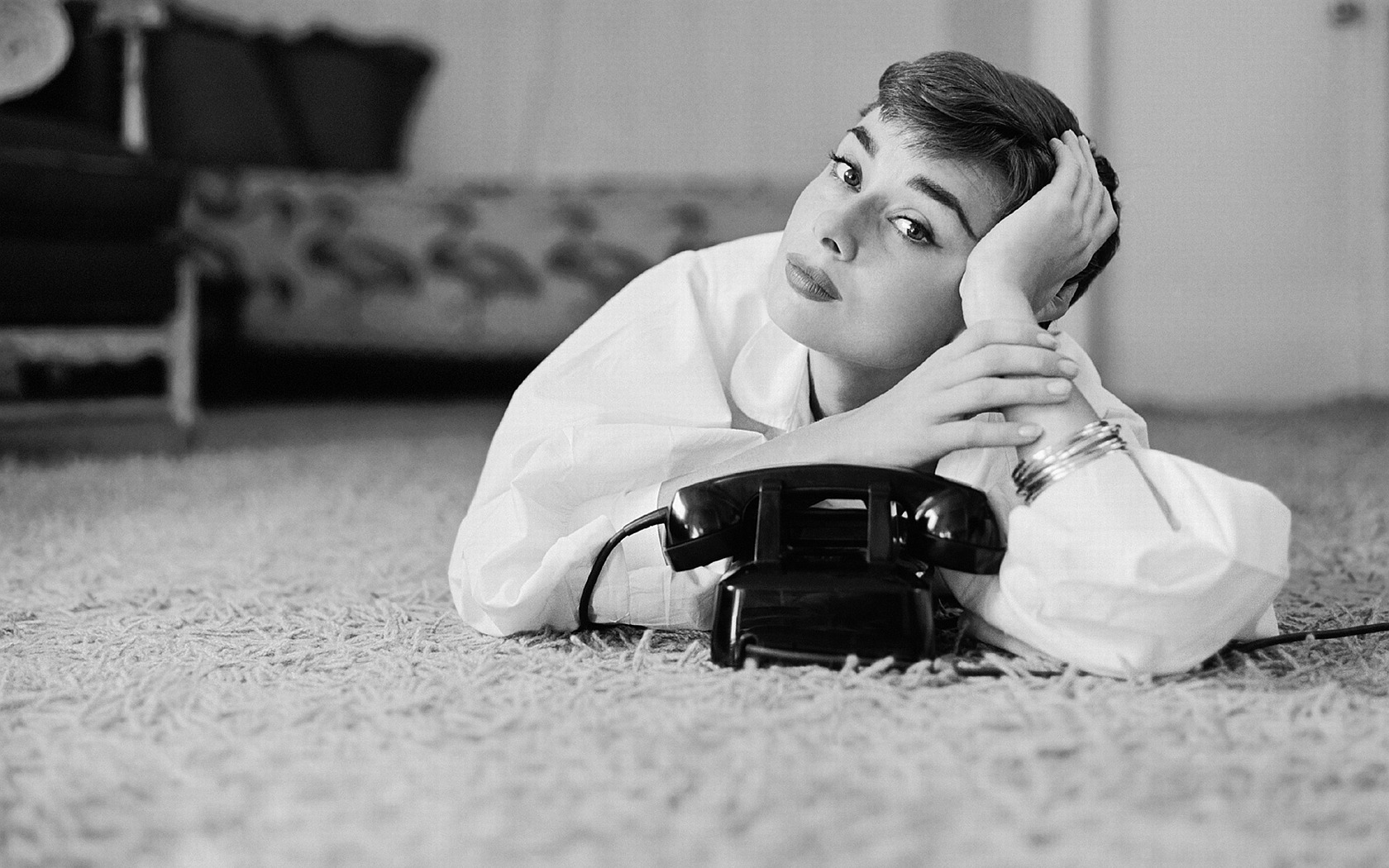 audrey hepburn wallpaper hd wallpapersafari. Black Bedroom Furniture Sets. Home Design Ideas