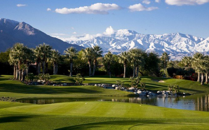 Golf Courses in in Palm Springs Golf course Palma Lake Mountains 670x418