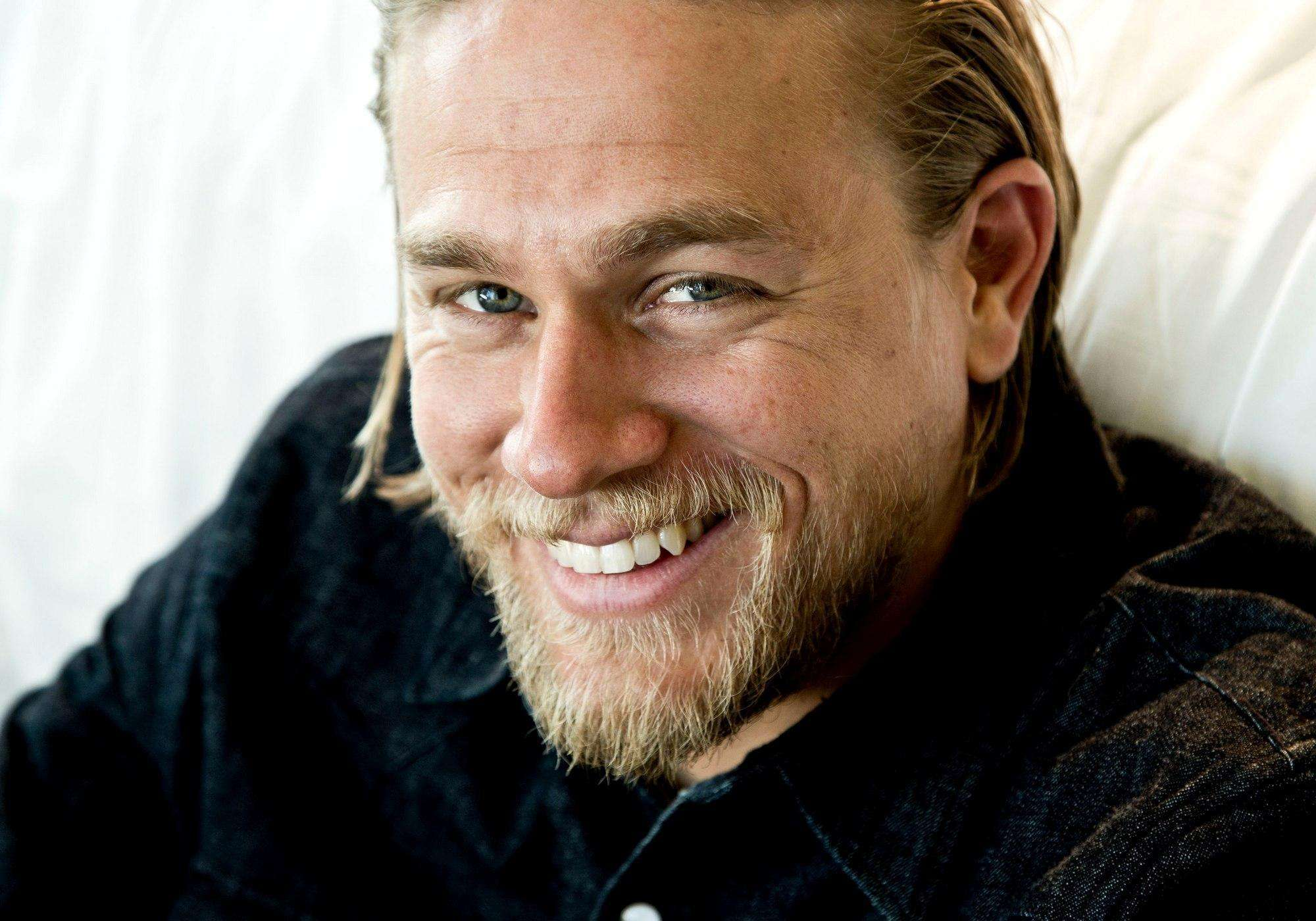 Charlie Hunnam Wallpapers High Resolution and Quality Download 2000x1400