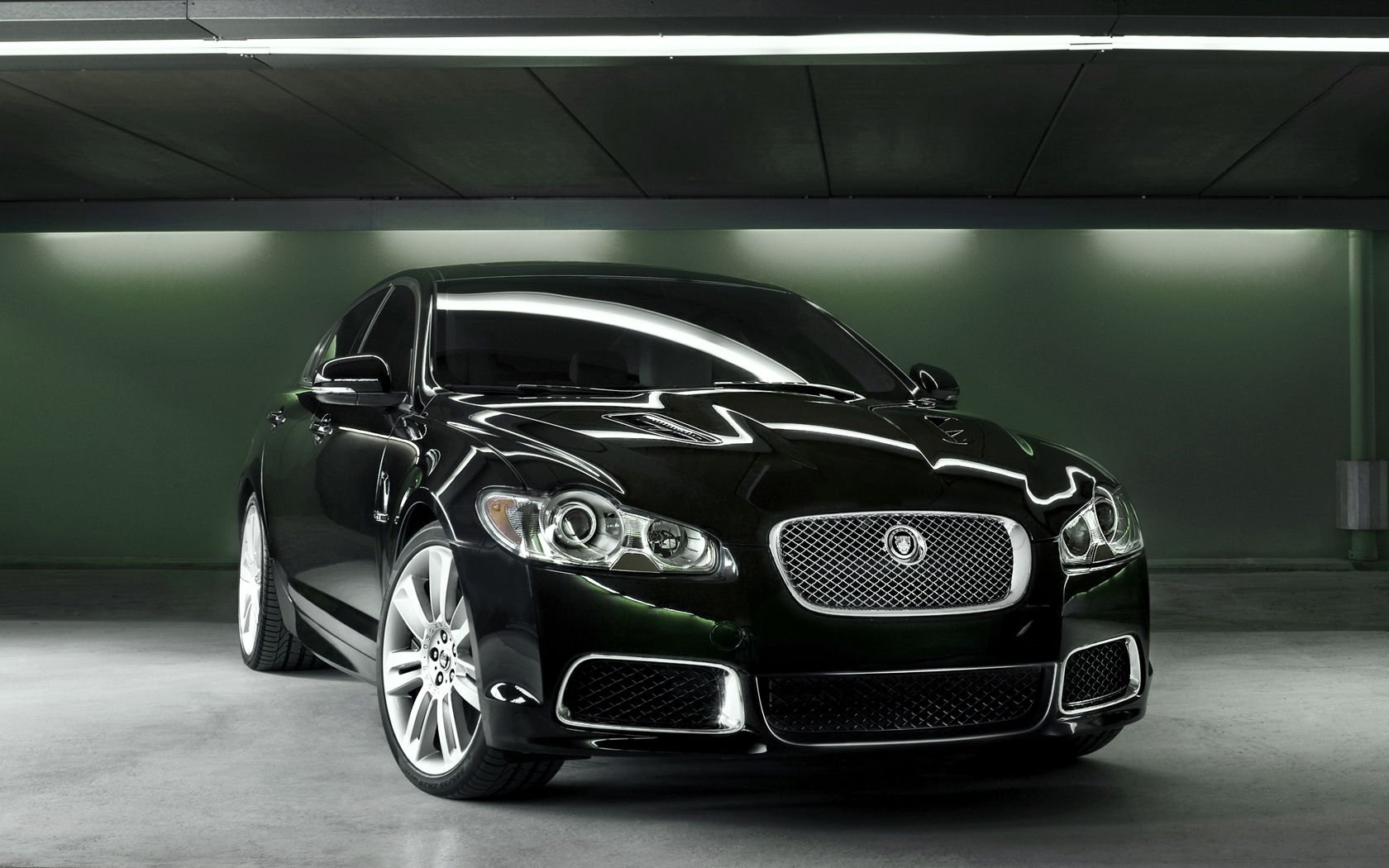 Jaguar XF Desktop Wallpapers Widescreen 1680x1050
