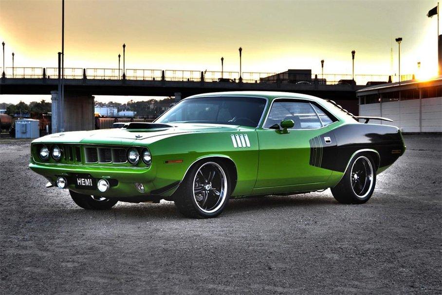 зеленый автомобиль plymouth cuda  № 3131861 без смс