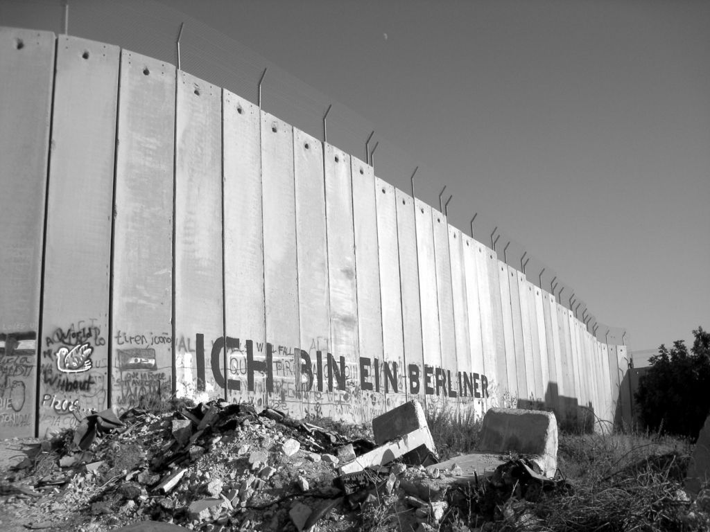 38 Berlin Wall Wallpaper On Wallpapersafari