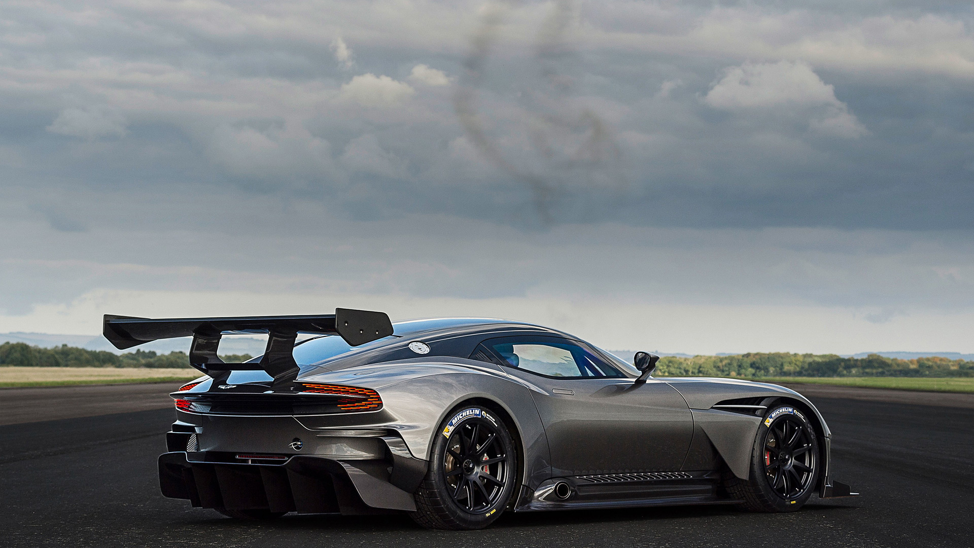Aston Martin Vulcan Wallpaper Wallpapersafari