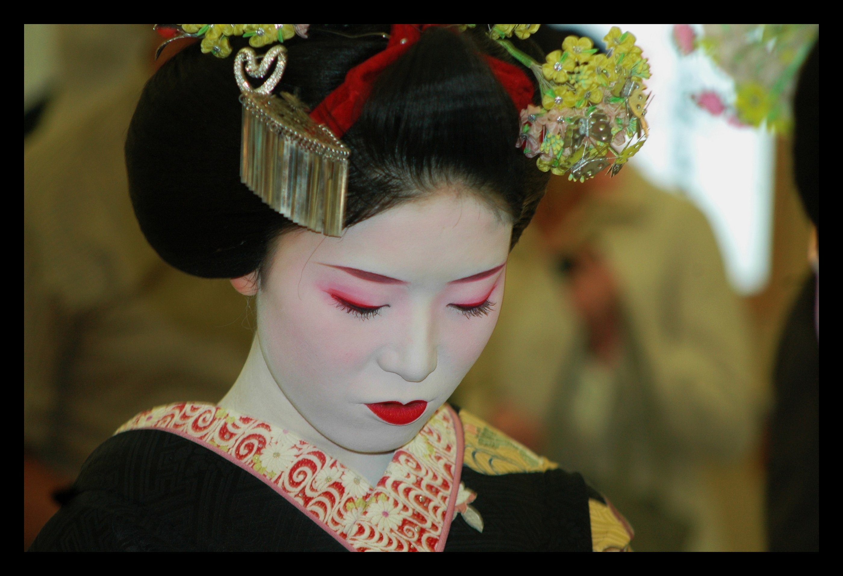 sad japanese geisha wallpaper 2800x1914