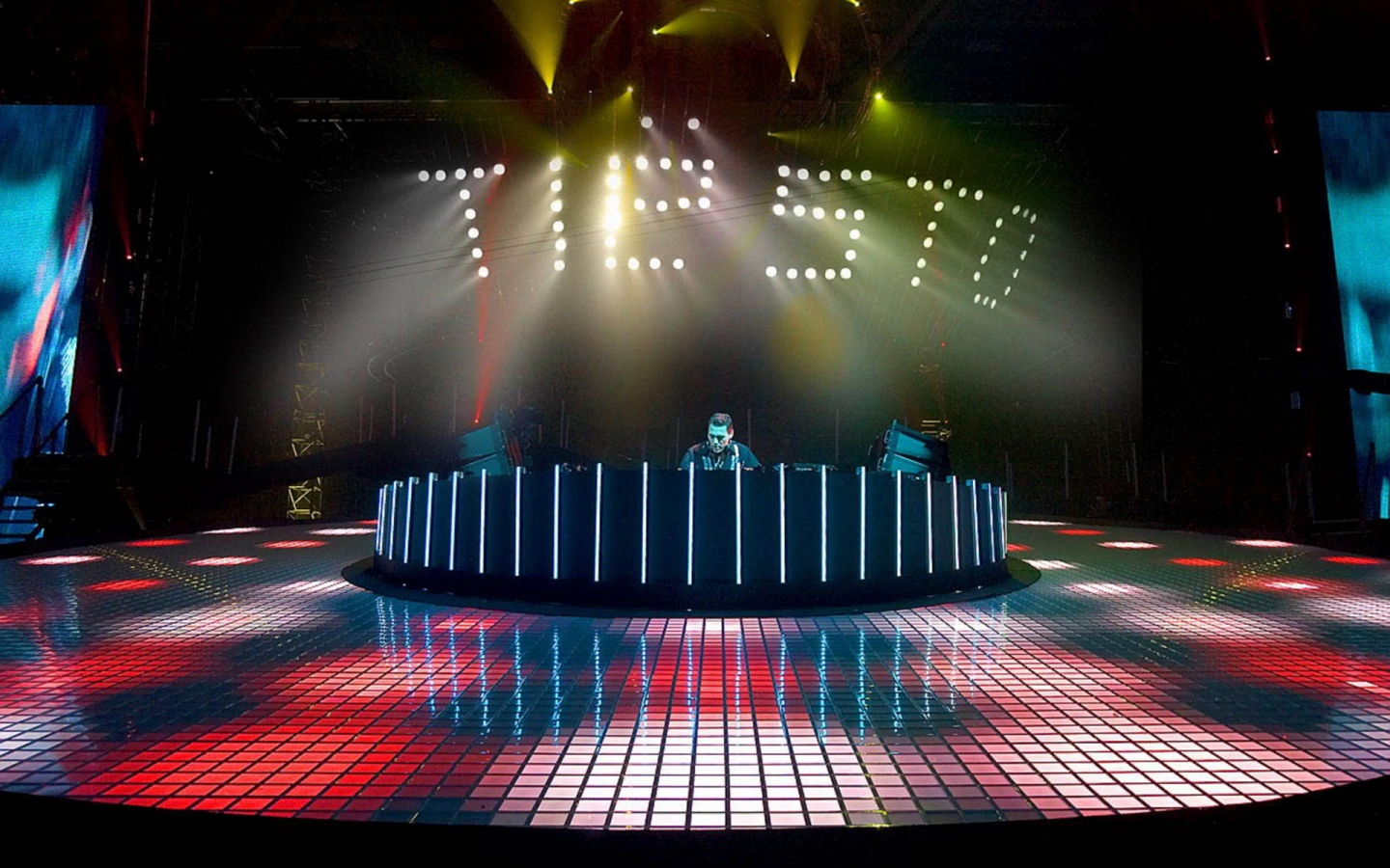 1440x900 Tiesto In Concert wallpaper music and dance wallpapers 1440x900