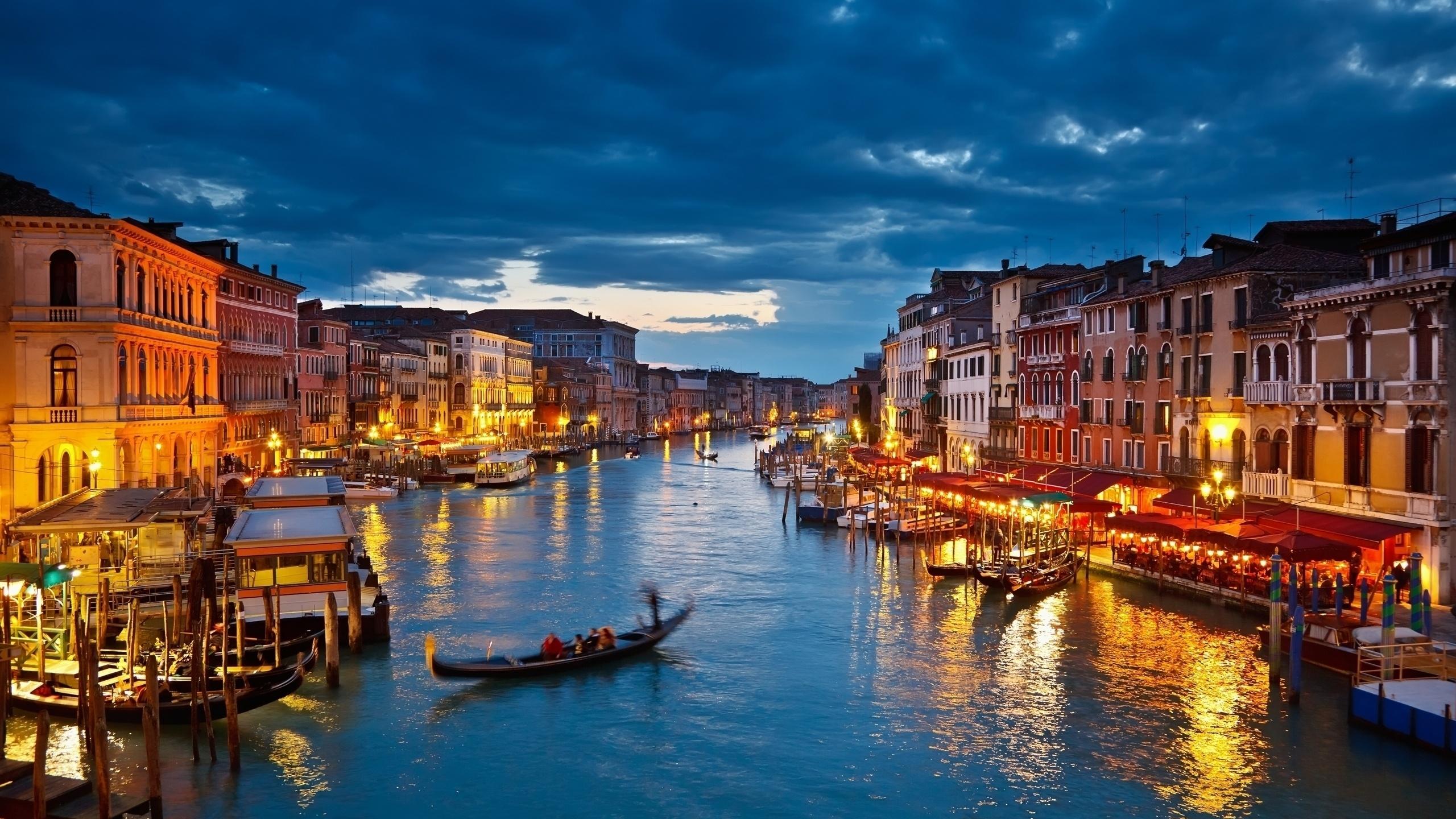 Night in Venice   Desktop Wallpaper 2560x1440