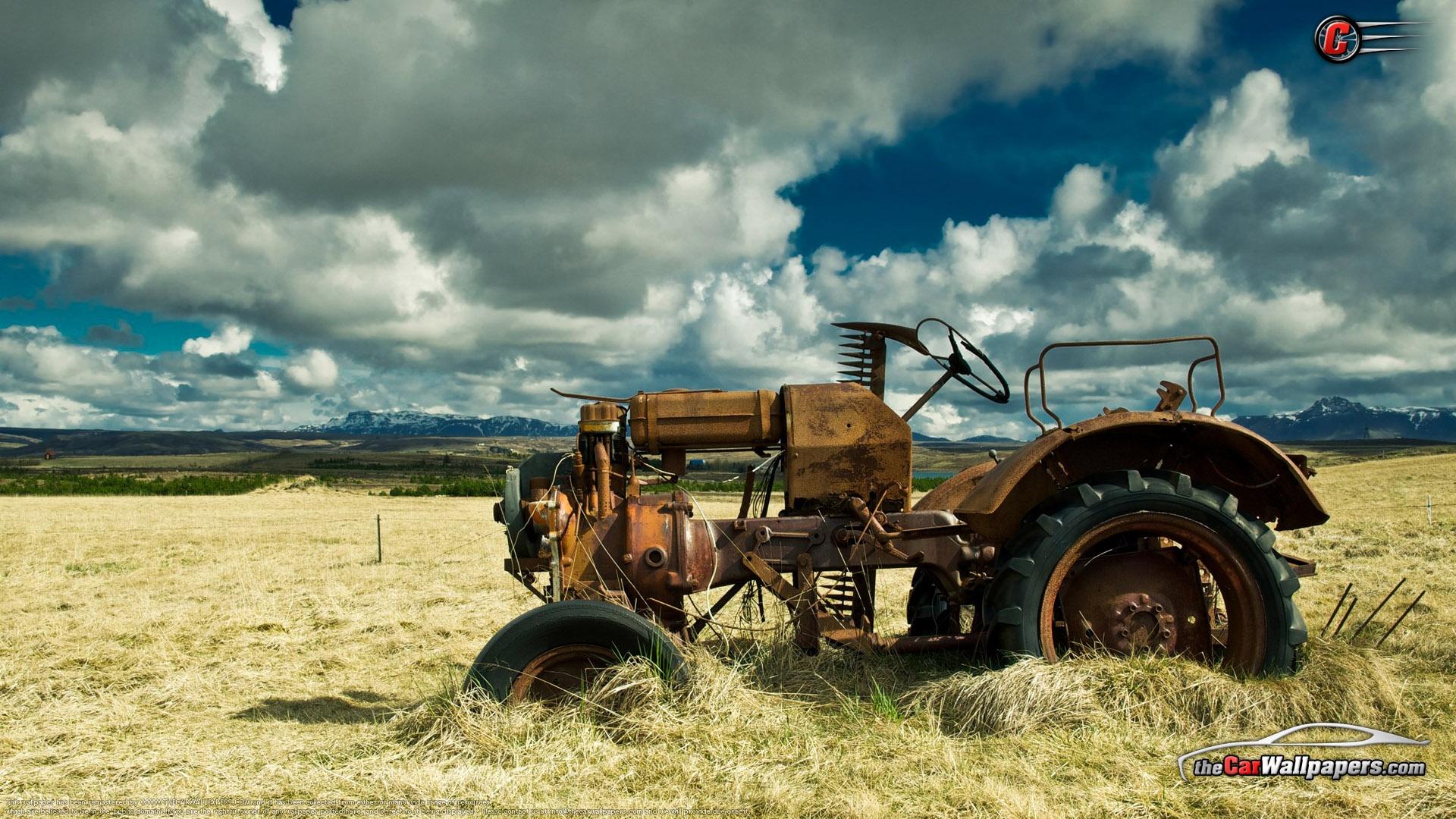 Старый автомобиль в поле  № 2341310  скачать