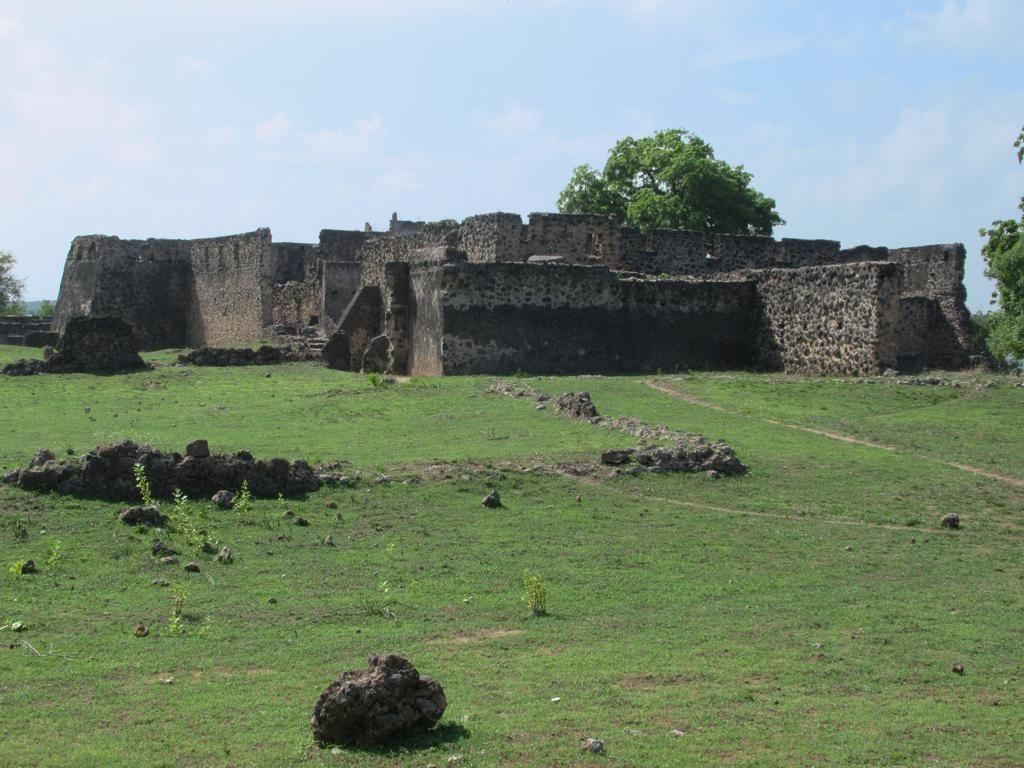 The 18th century Makutani Palace on Kilwa Kisiwani Island 1024x768