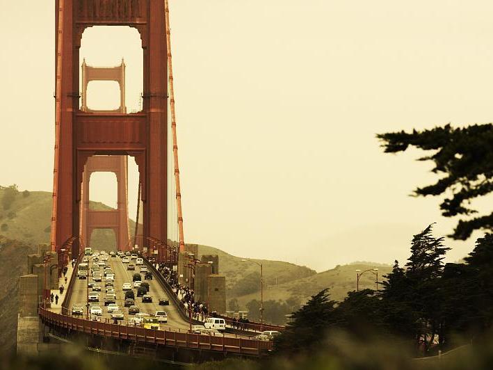Golden Gate Bridge San Francisco California 709x532