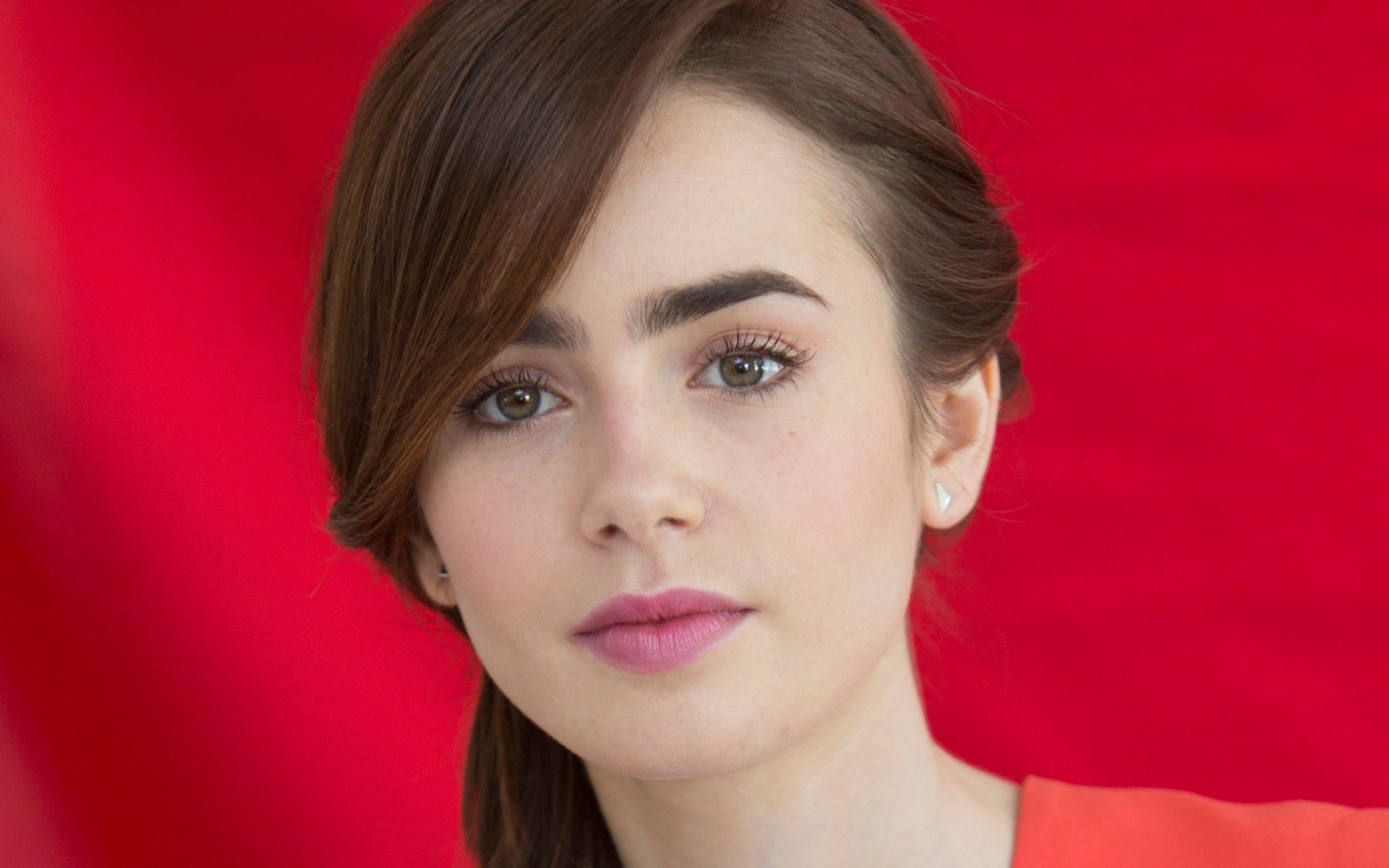 Lily Collins Wallpaper Full HD Pictures 1920x1200