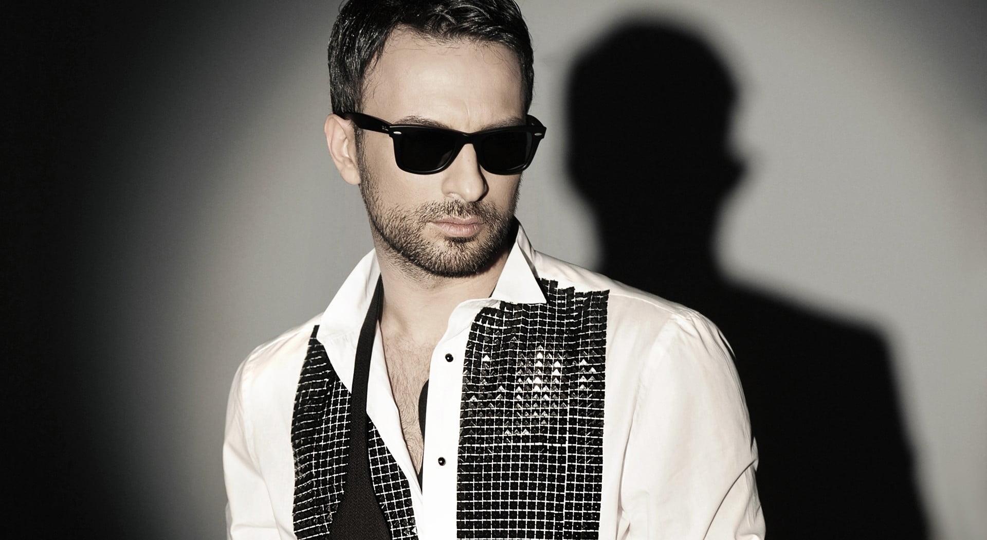 Mens white and black dress shirt Tarkan tevetolu singer actor 1920x1050
