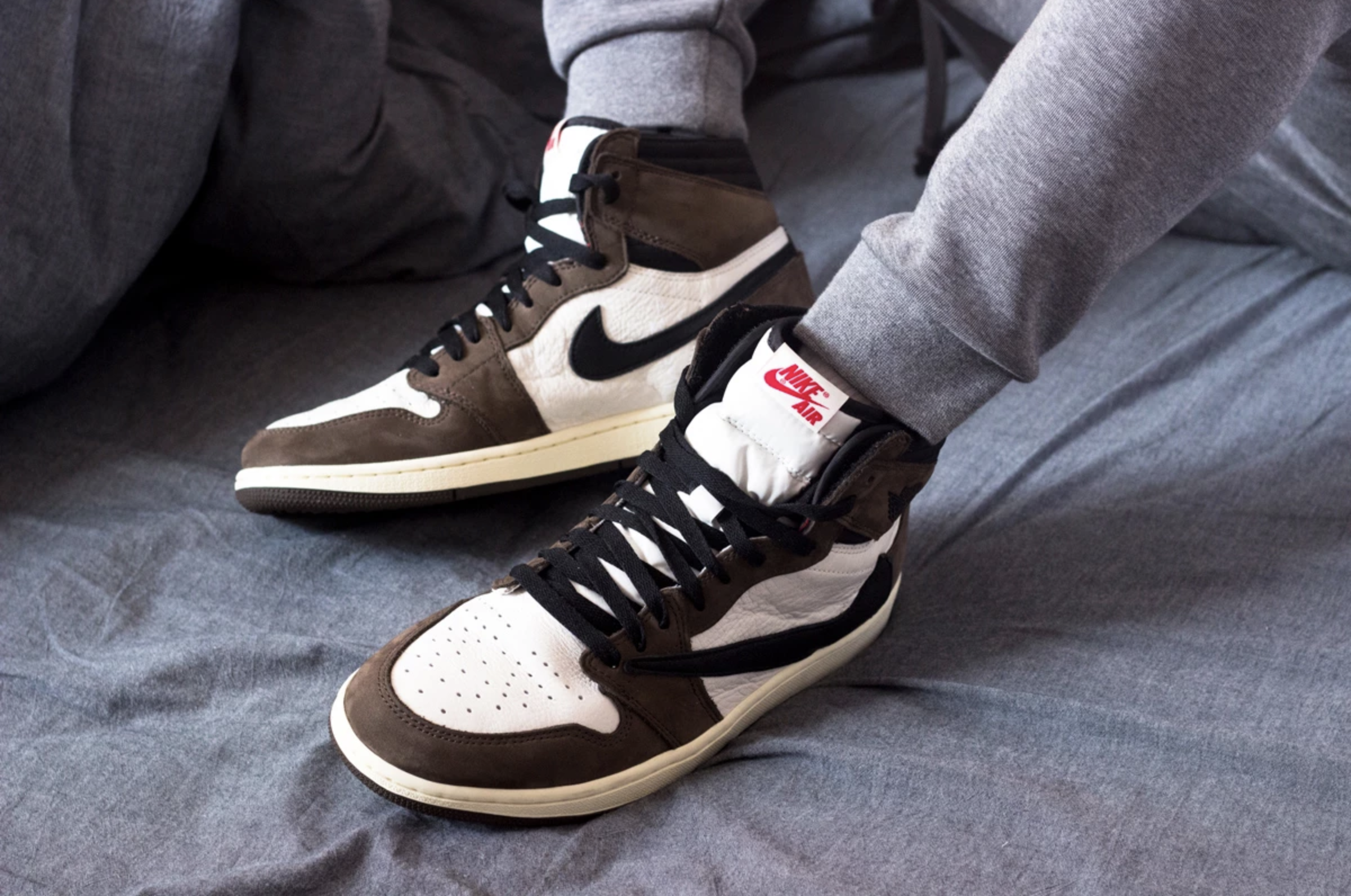Discover the new images of the Air Jordan 1 Cactus Jack by Travis 2400x1592