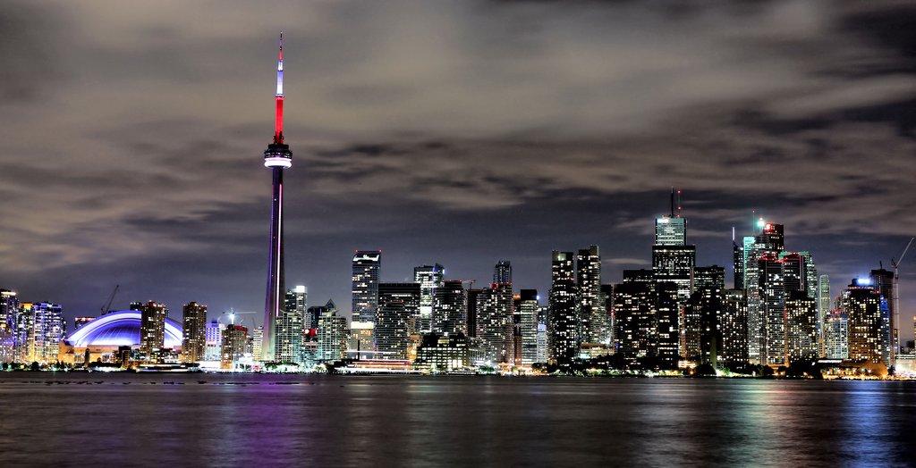 Toronto Skyline by basseca 1024x524