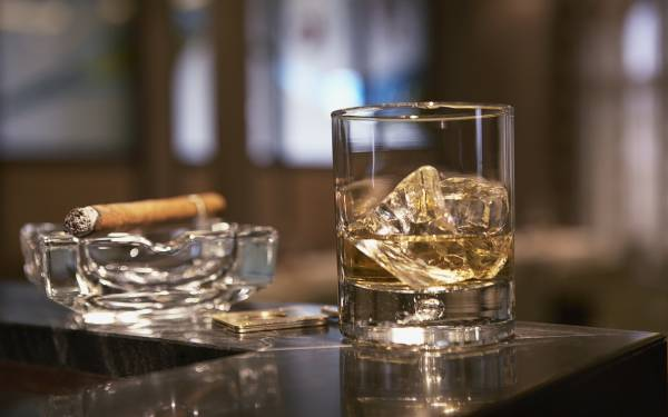 Wallpaper Cigar whiskey glass ice table 1920x1200 600x375