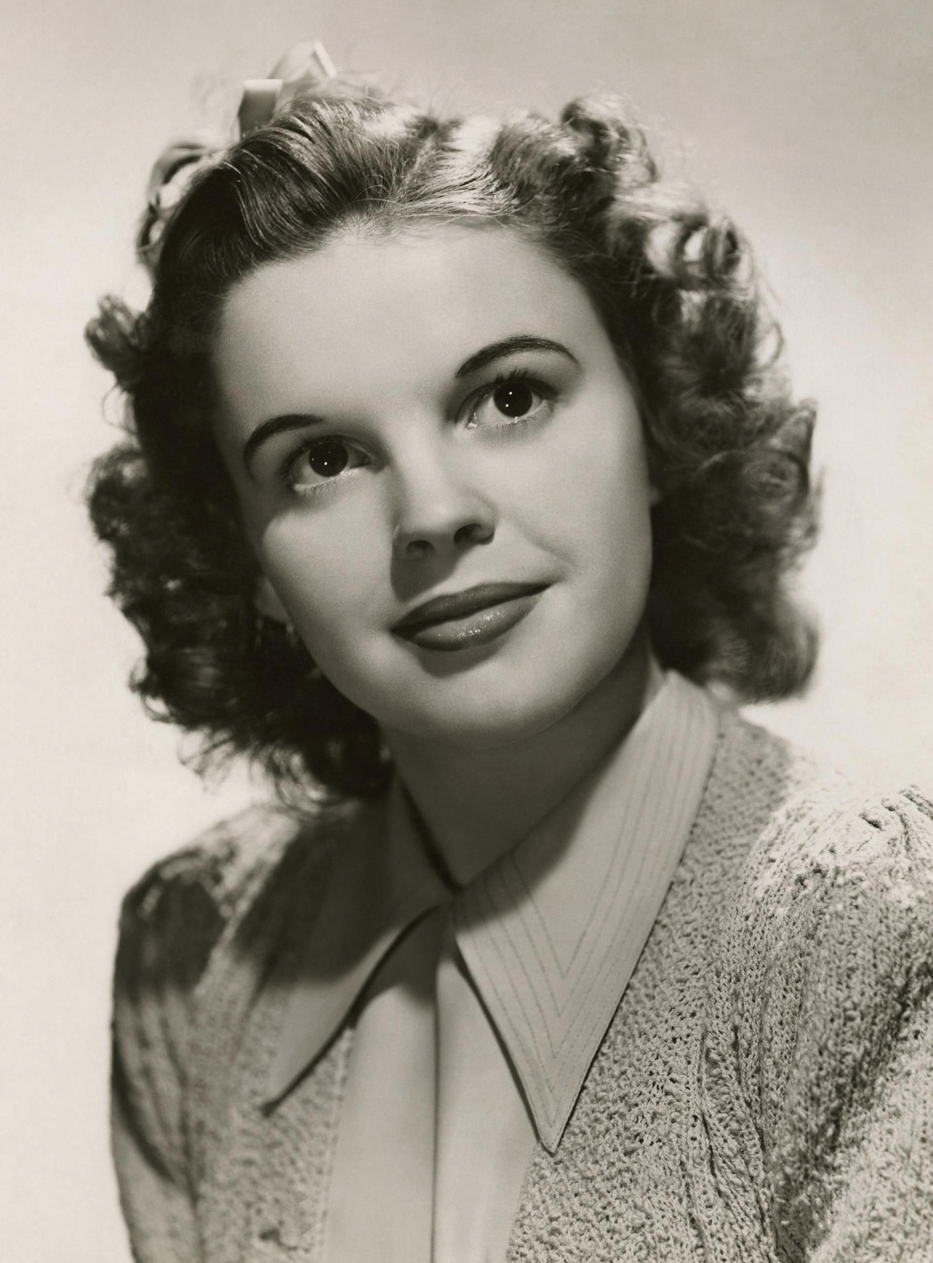JUDY Judy Garland Judy garland Judy garland movies Garland 1890x2560