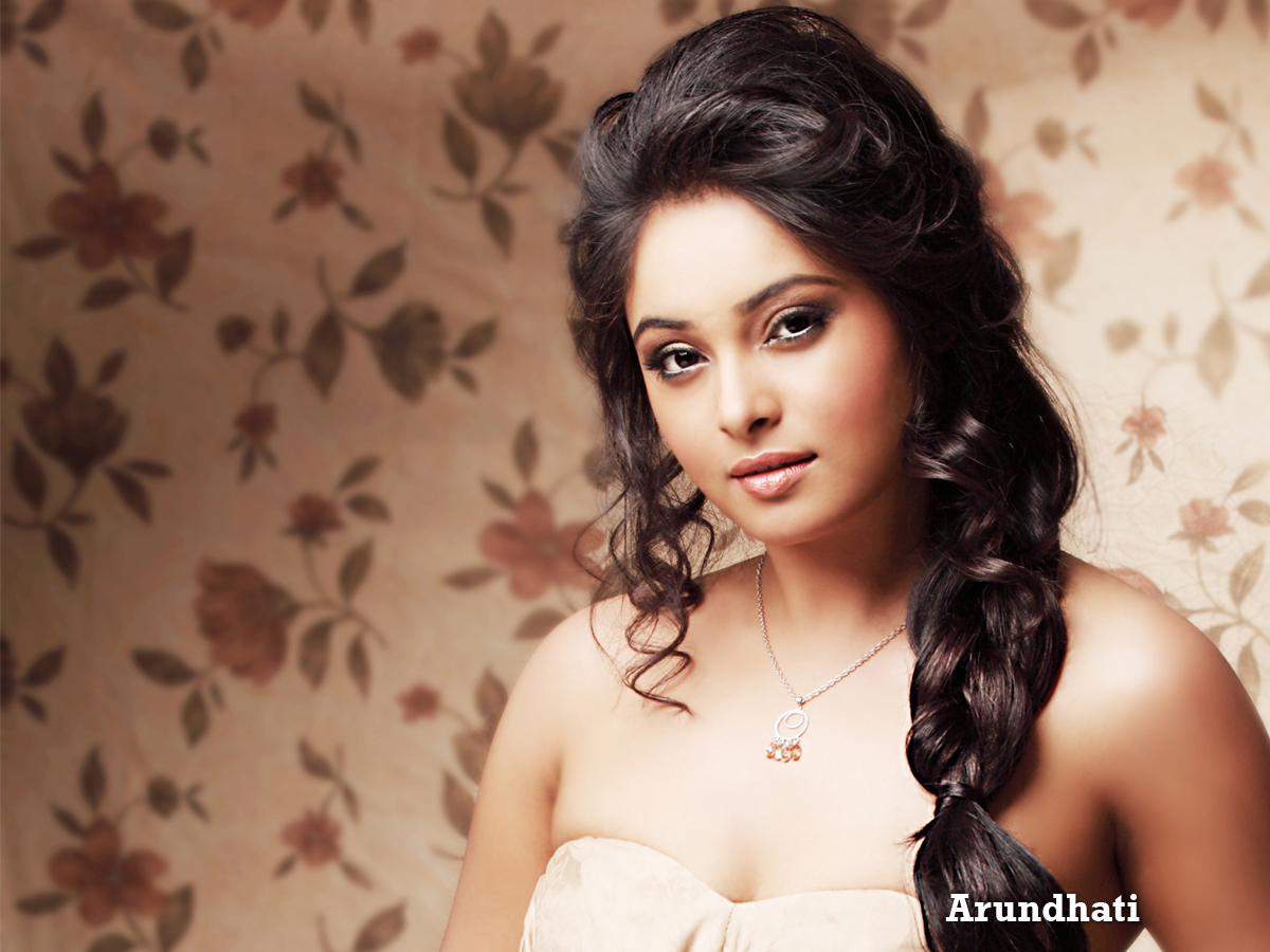 Search Tamil Movie Actress Arundhati Exclusive Wallpapers Gallery 1200x900