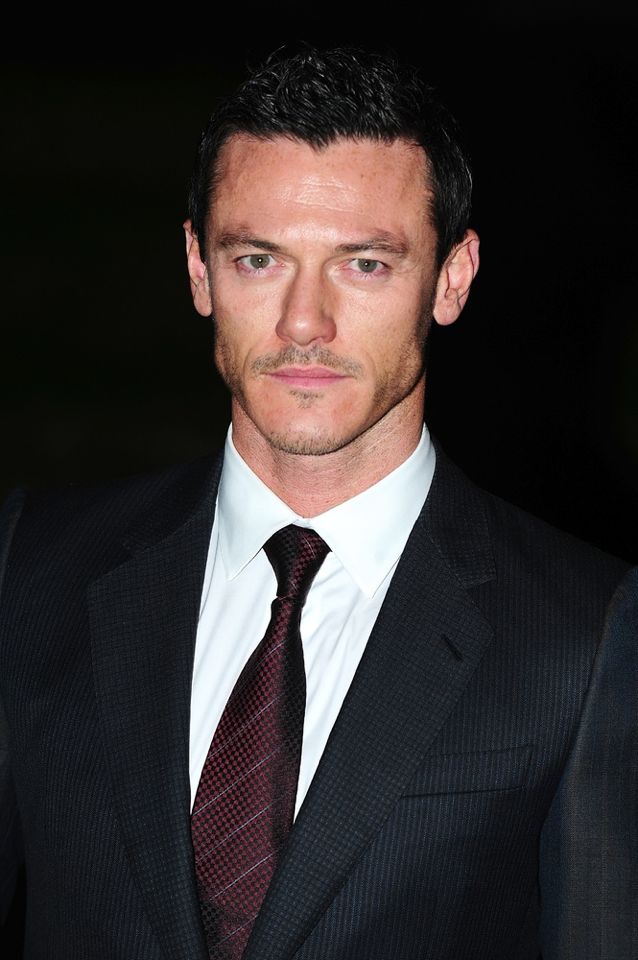 Luke Evans photos pictures stills images wallpapers 638x960