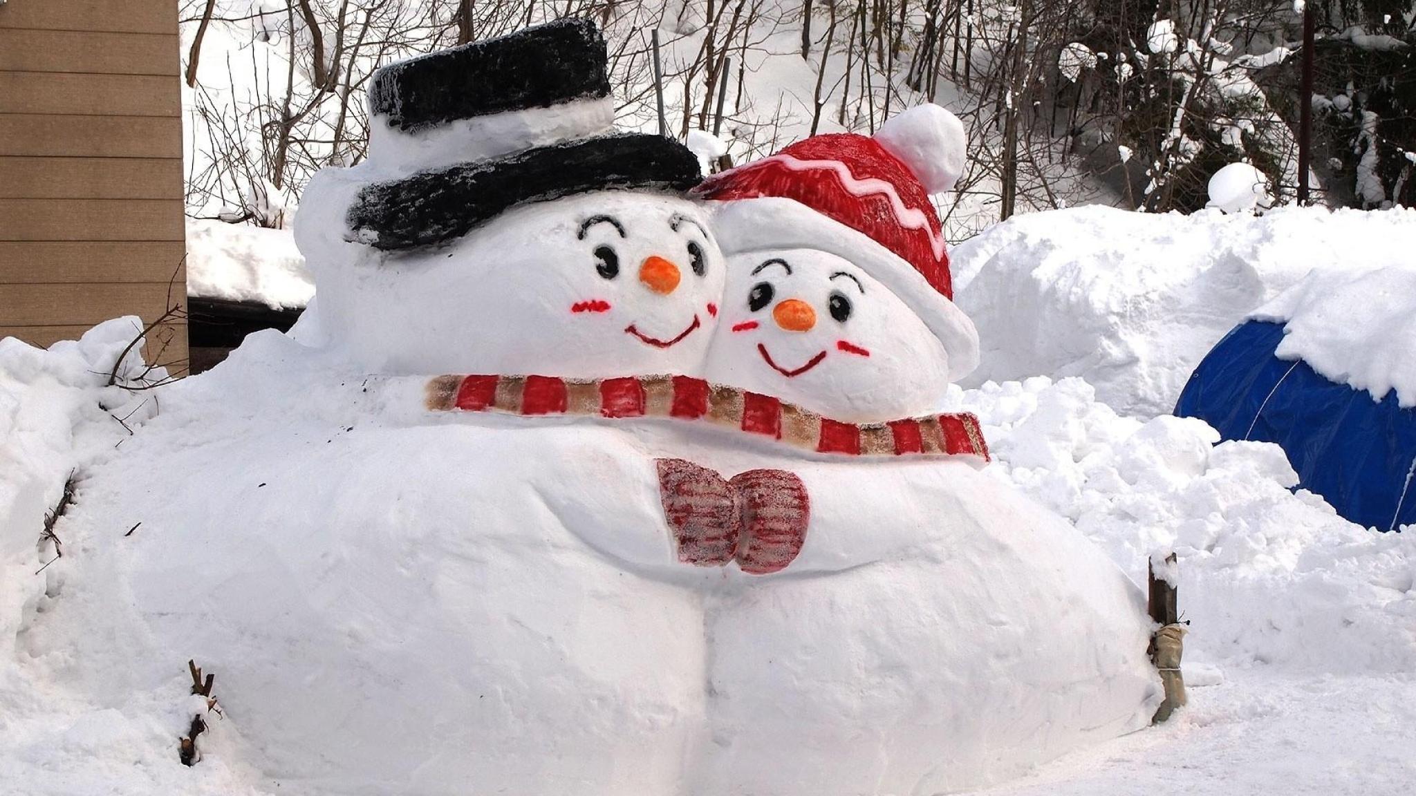 2048x1152 snowmen snow winter 2048x1152 Resolution Wallpaper HD 2048x1152