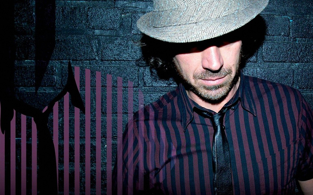 Download wallpaper 1280x800 benny benassi wall hat light 1280x800