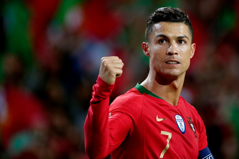 download 117 Cristiano Ronaldo Wallpapers Download New HD 960x640
