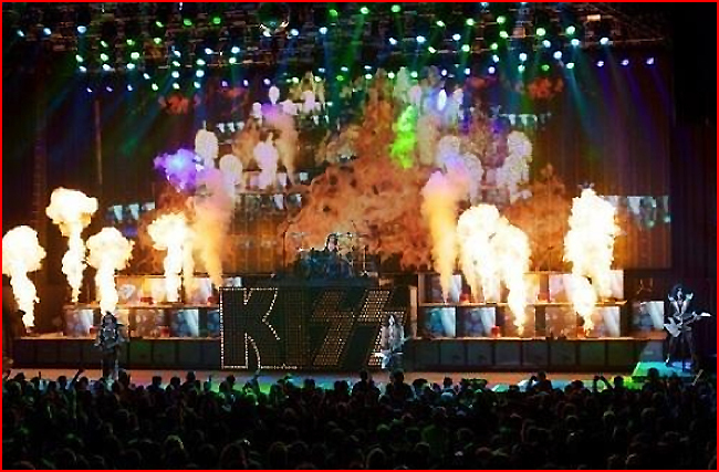 Kiss in concert kiss 22397612 650 427jpg 650x427