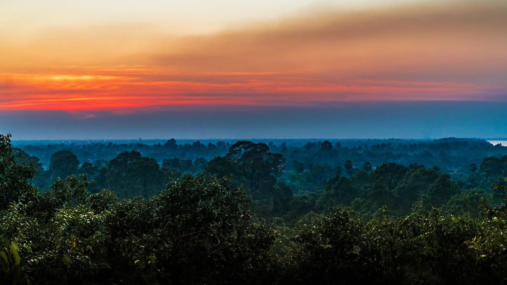 Phnom Bakheng Sunset Siem Reap   Sunset Wallpaper by Iftakhar 1024x576