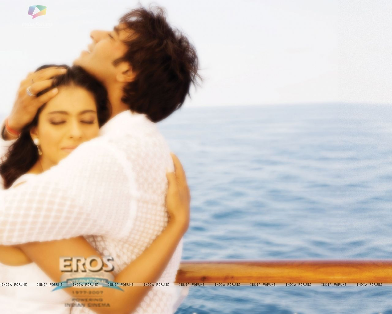 Wallpaper   Kajol and Ajay hugging each other 12301 size1280x1024 1280x1024