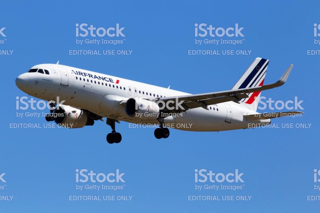 Fhepg Air France Airbus A320214 Aircraft On The Blue Sky 1024x683