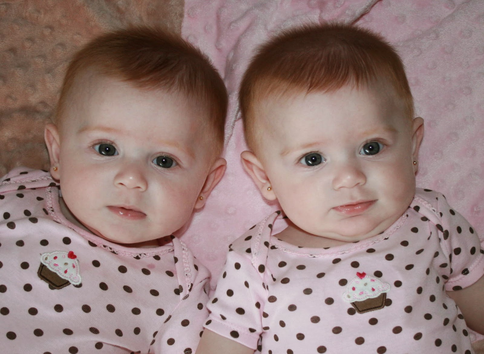 Download Twin girls baby hd wallpapers   Cute baby girl wallpapers 1600x1169