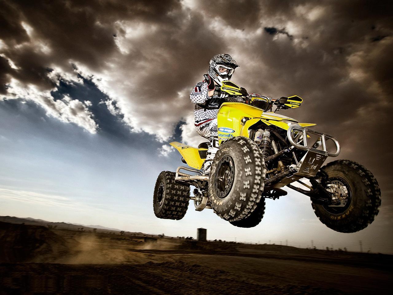 Motorcycle Racing On The Sand Suzuki Hd Desktop Mobile: [49+] Quad Wallpaper On WallpaperSafari