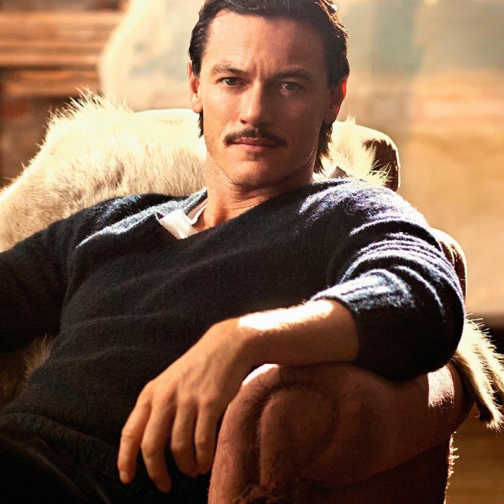 Download Wallpaper 1024x1024 Luke evans Actor Mustache 1024x1024
