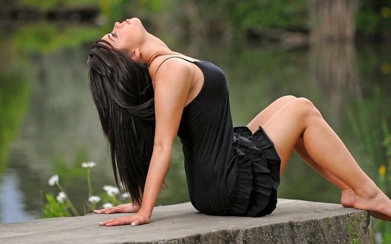 barefoot black dress lakes body takara 2560x1600 wallpaper Lakes 800x500
