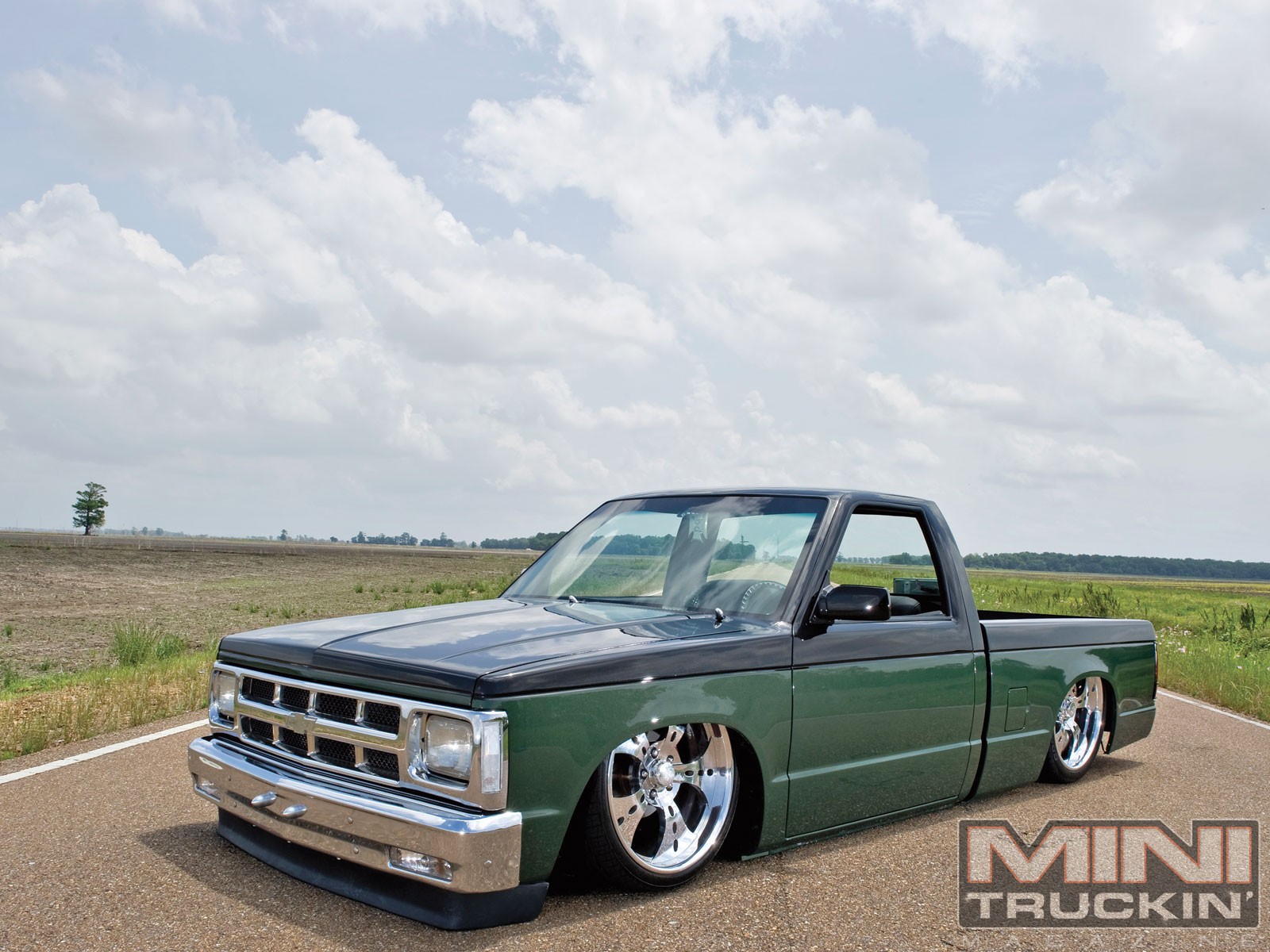 Mini Truckin Desktop Wallpapers March 2011 1987 Chevy S10 Front 1600x1200