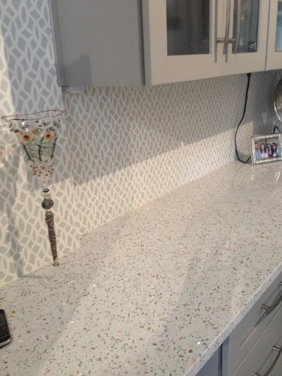 Backsplash Kitchen Design Ideas Remodels Photos with Beige Cabinets 550x734