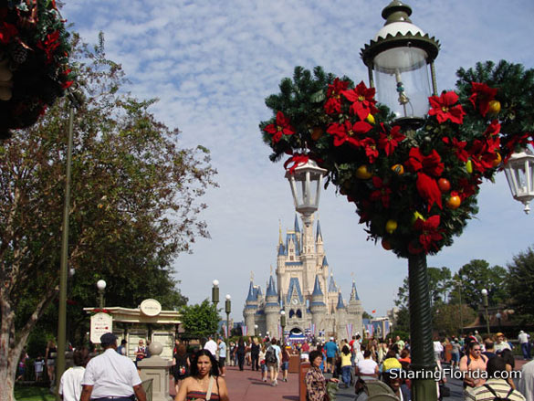 Disney World Christmas Wallpapers disney world christmas wallpapers 585x439