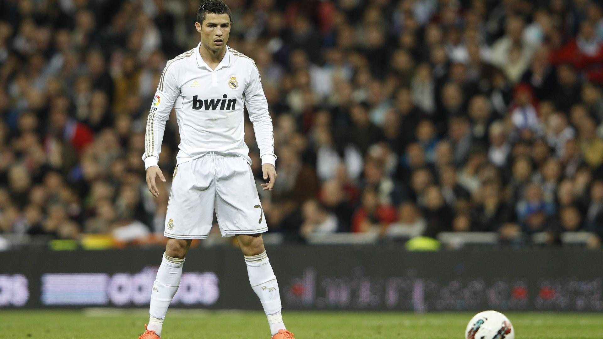 Hd wallpaper ronaldo - Cristiano Ronaldo Football Players Hd Wallpaper Of Football