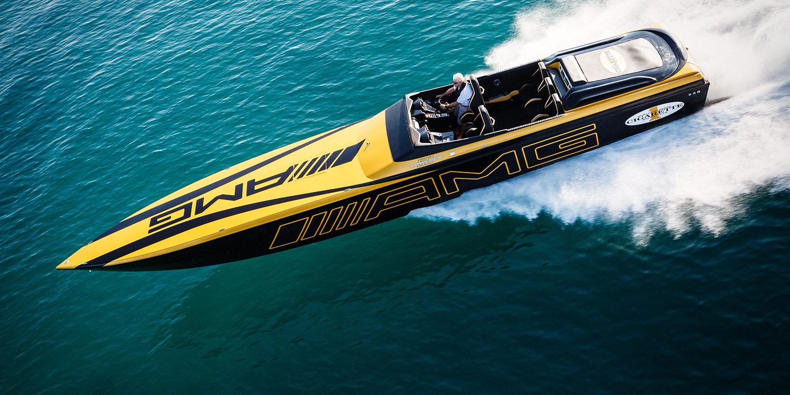 GT S Is One Badass Fast Cigarette Racing Boat Unique Hunters 1600x800