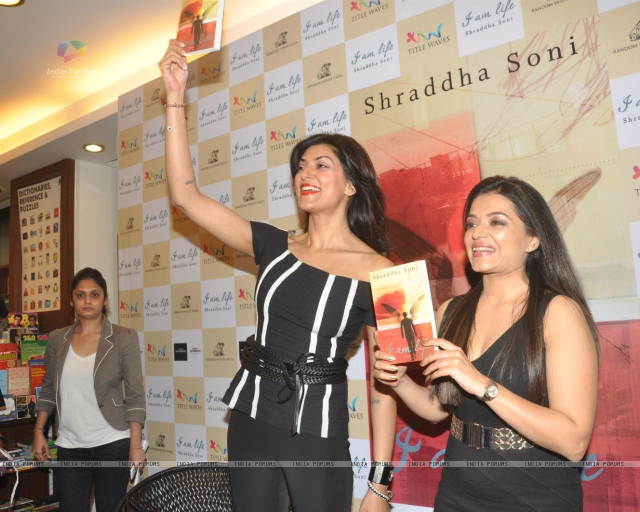Wallpaper   Sushmita Sen unveils the Book I am Life 310666 size 1280x1024