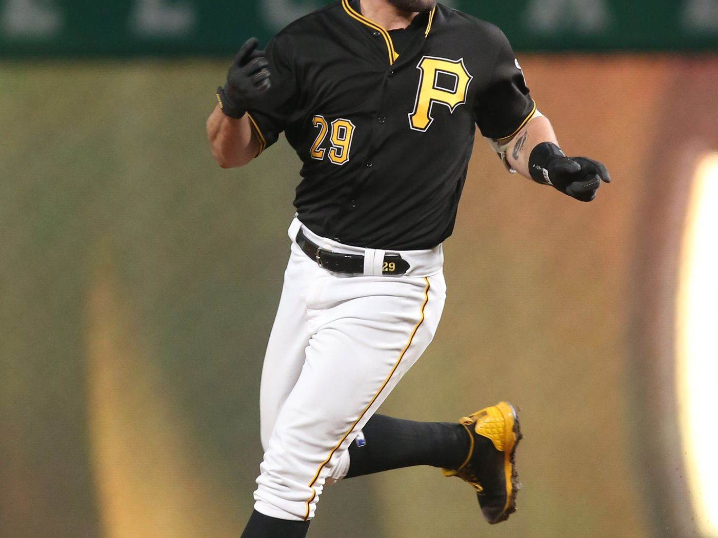 Francisco Cervelli decided to be a superstar for the Pirates 1400x1050