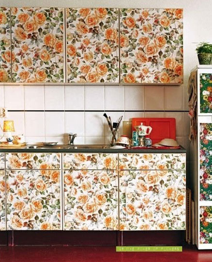 35 Ideas Of Using Creative Wallpapers On A Kitchen Shelterness 438x540